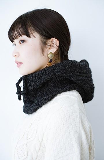 haco! SUBLIME  アウターからのぞかせてあったか可愛い 手編みケーブルのニットフーディー <ブラック>の商品写真