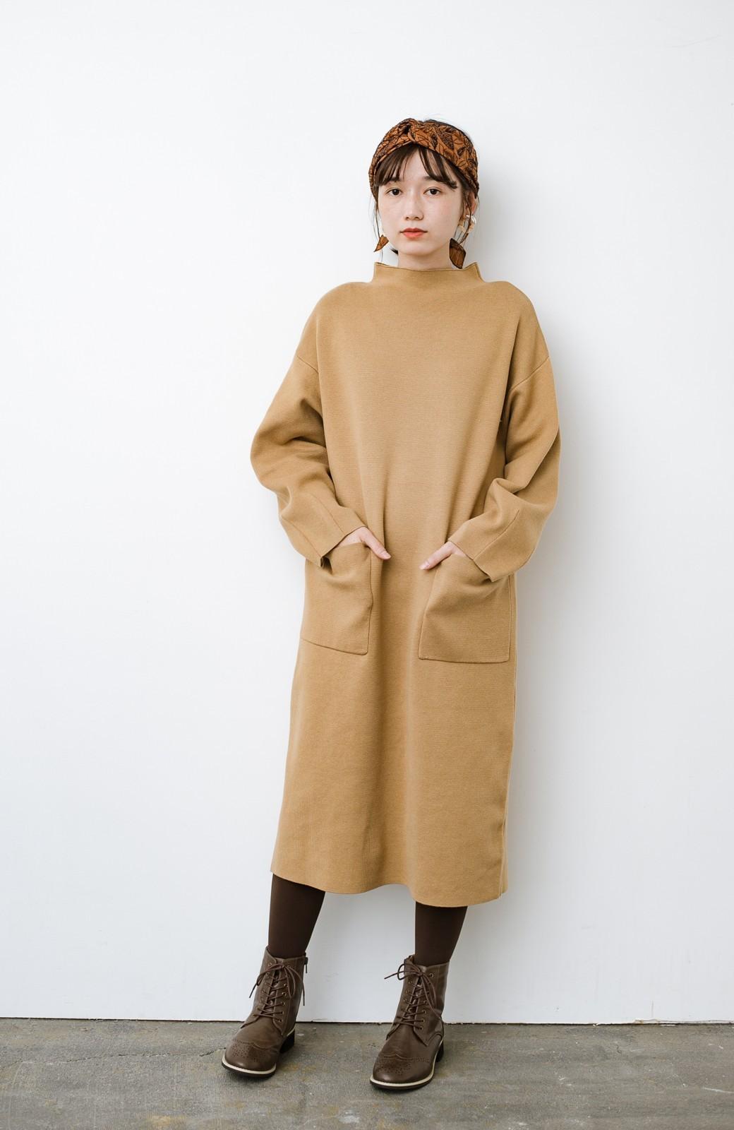 haco! お仕事にもカジュアルな重ね着にも使えて便利なミラノリブニットワンピース  <ベージュ>の商品写真2
