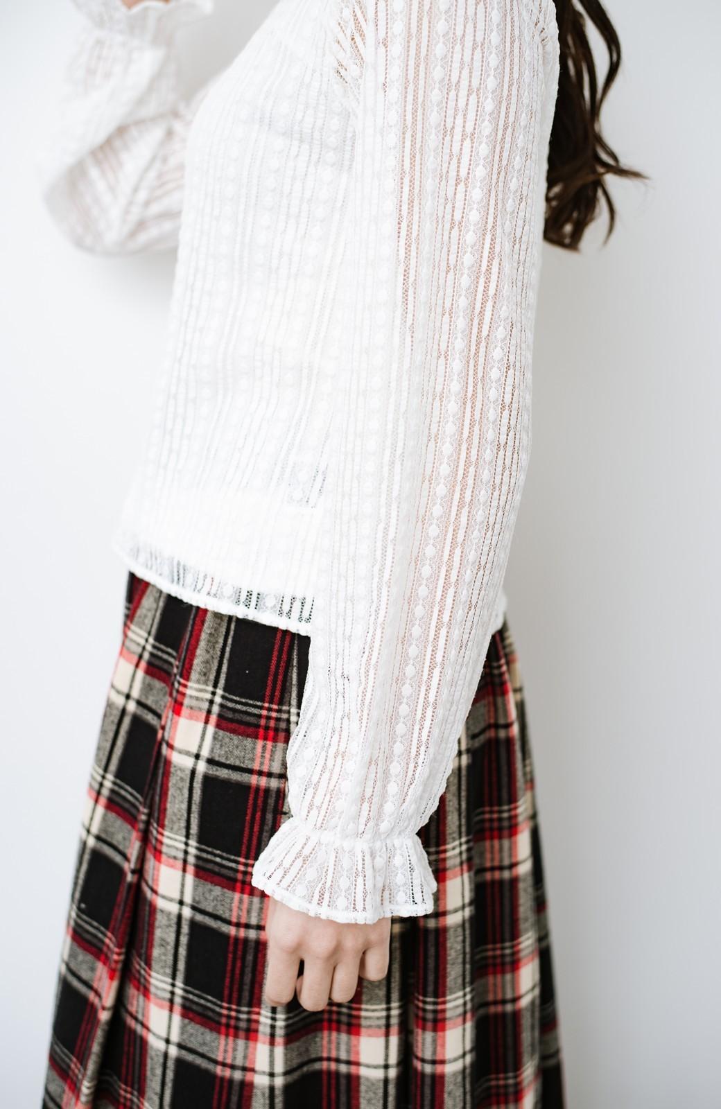 haco! 季節の変わり目や重ね着にも便利なやわらかレーストップス <ホワイト>の商品写真19