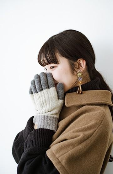 haco! プレミアシュークリーム糸のタッチパネル対応 総柄手袋  <グレー系その他>の商品写真