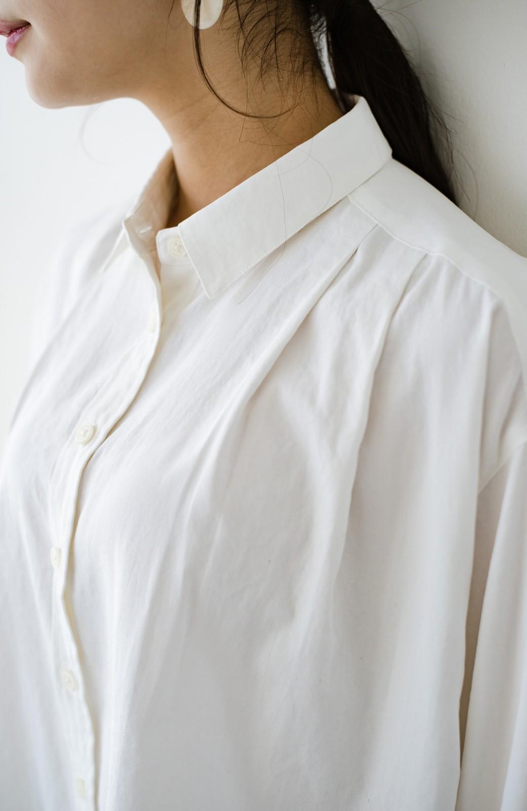 haco! ニットとのこなれた重ね着が簡単にできる!なめらか素材でつくった大人のためのシンプルシャツ <ホワイト>の商品写真3