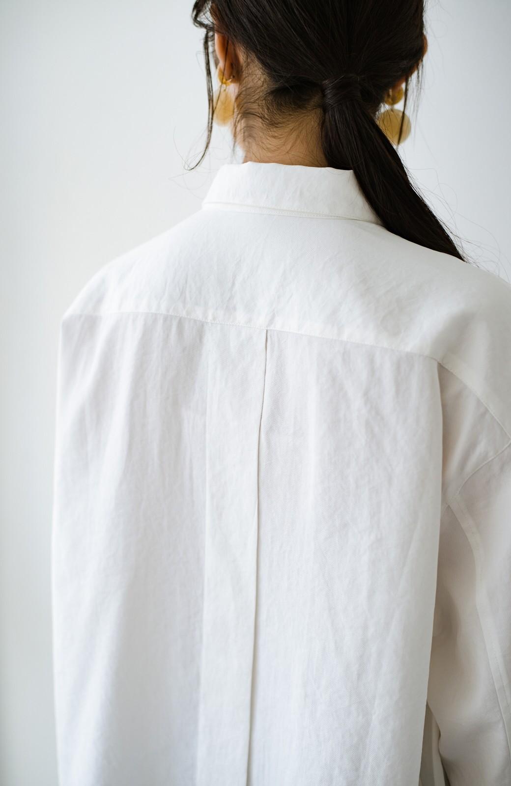 haco! ニットとのこなれた重ね着が簡単にできる!なめらか素材でつくった大人のためのシンプルシャツ <ホワイト>の商品写真7