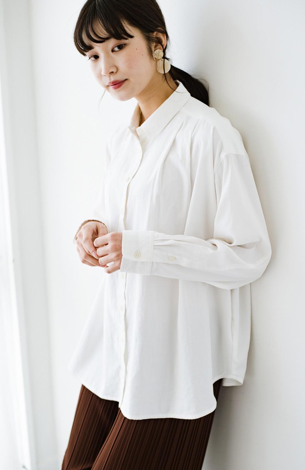 haco! ニットとのこなれた重ね着が簡単にできる!なめらか素材でつくった大人のためのシンプルシャツ <ホワイト>の商品写真1