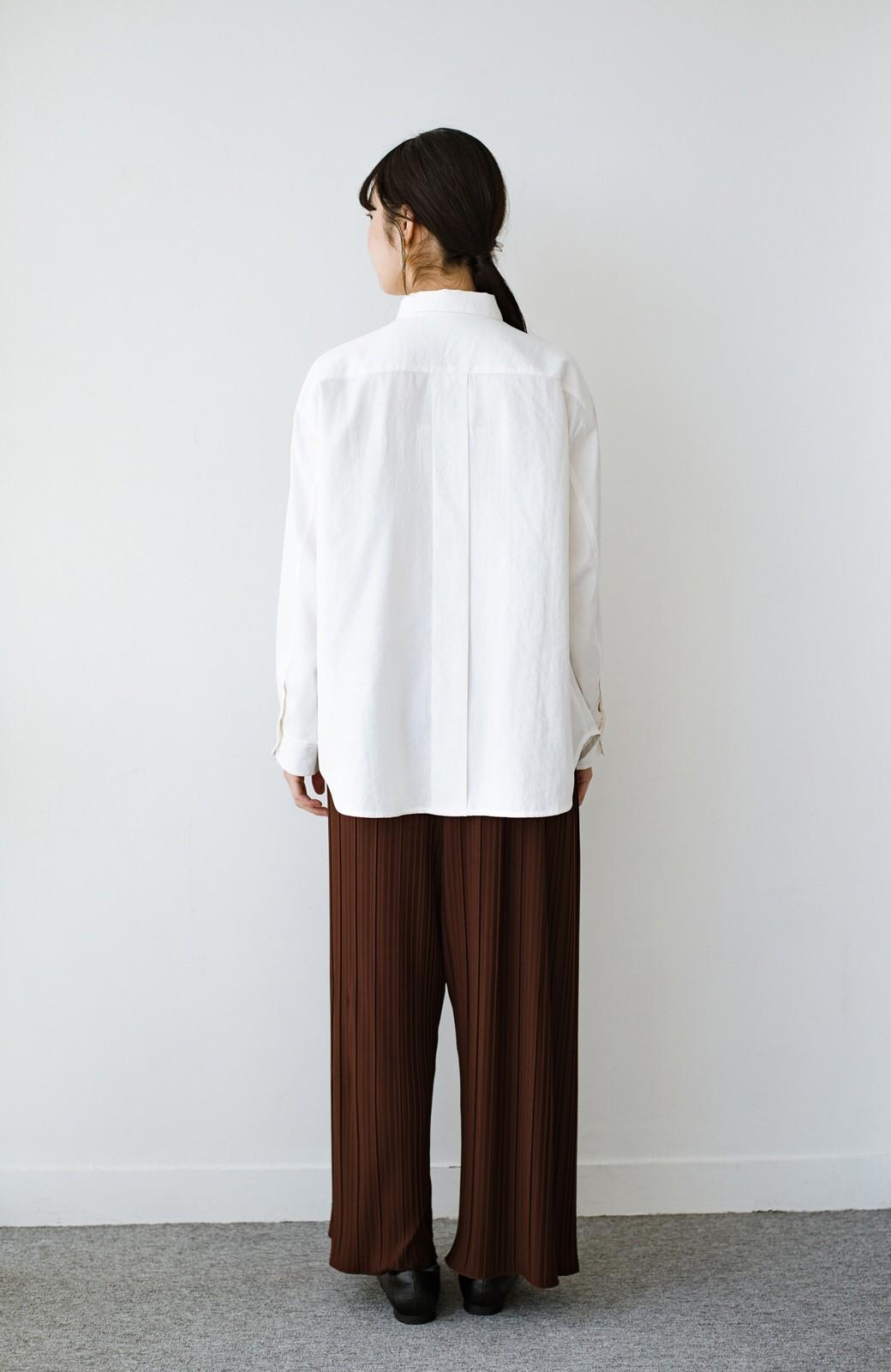 haco! ニットとのこなれた重ね着が簡単にできる!なめらか素材でつくった大人のためのシンプルシャツ <ホワイト>の商品写真16