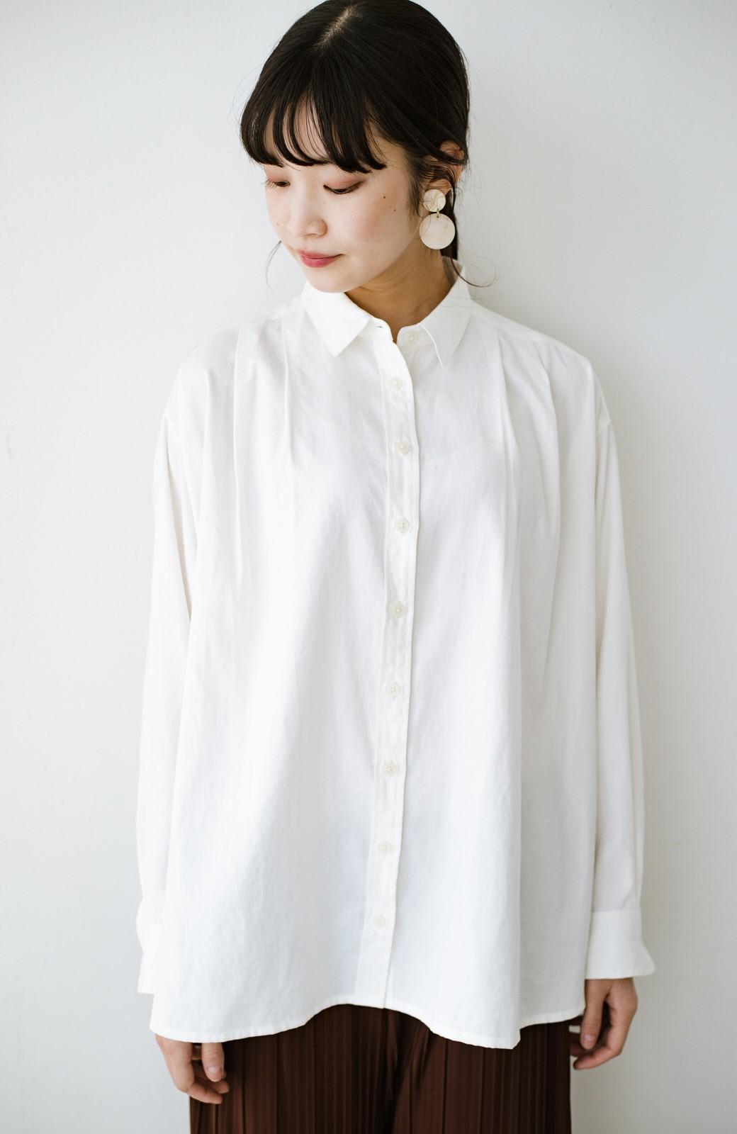 haco! ニットとのこなれた重ね着が簡単にできる!なめらか素材でつくった大人のためのシンプルシャツ <ホワイト>の商品写真17