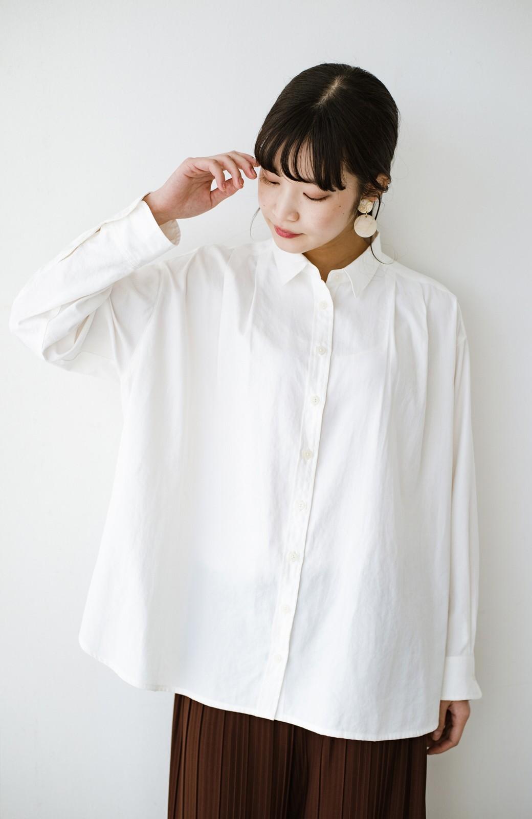 haco! ニットとのこなれた重ね着が簡単にできる!なめらか素材でつくった大人のためのシンプルシャツ <ホワイト>の商品写真18