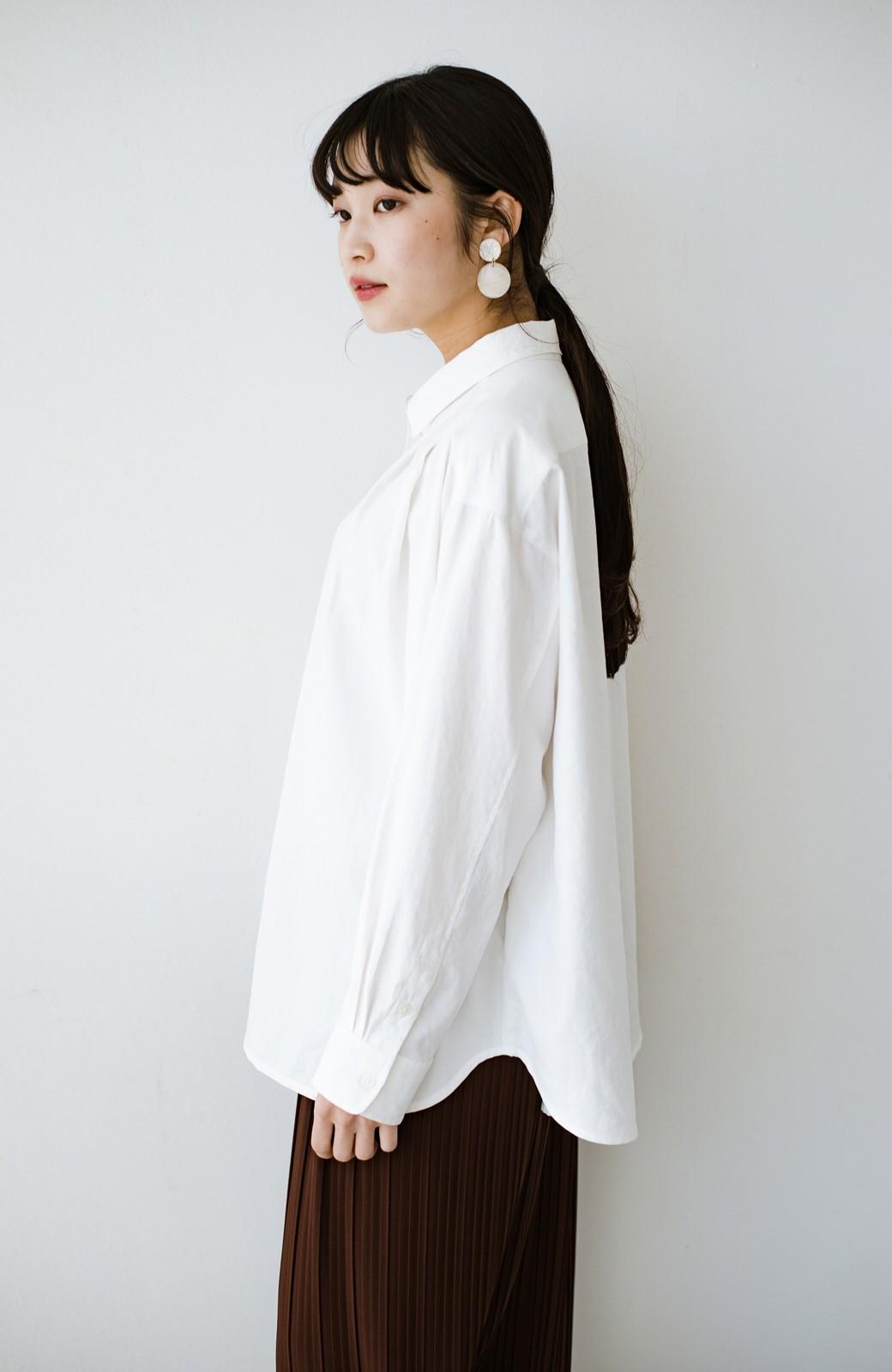 haco! ニットとのこなれた重ね着が簡単にできる!なめらか素材でつくった大人のためのシンプルシャツ <ホワイト>の商品写真20