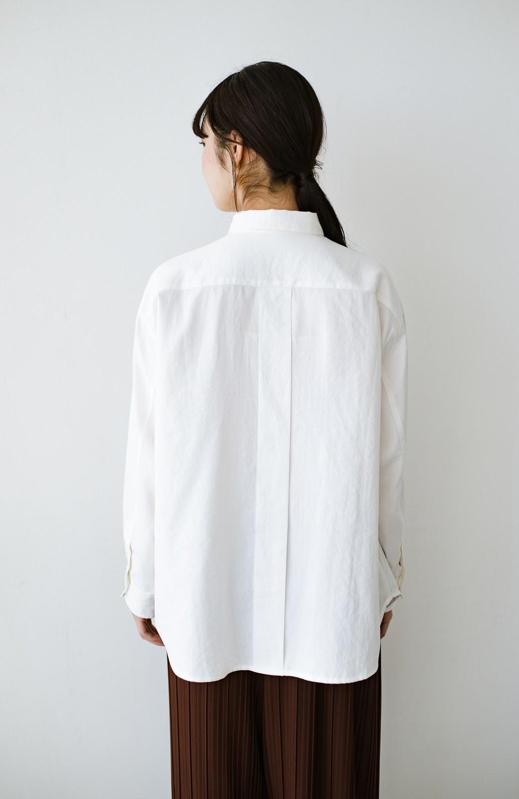 haco! ニットとのこなれた重ね着が簡単にできる!なめらか素材でつくった大人のためのシンプルシャツ <ホワイト>の商品写真21