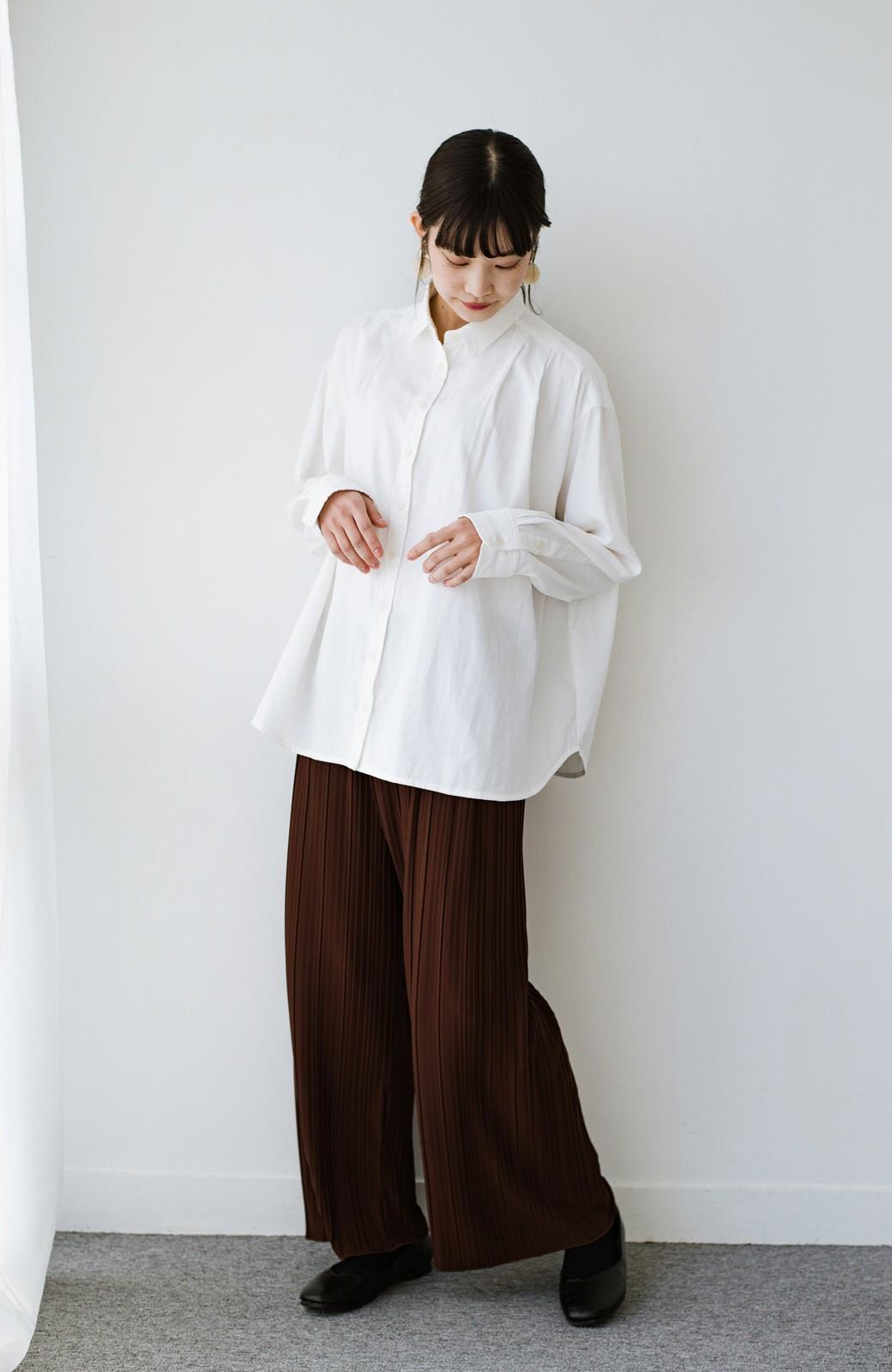 haco! ニットとのこなれた重ね着が簡単にできる!なめらか素材でつくった大人のためのシンプルシャツ <ホワイト>の商品写真12