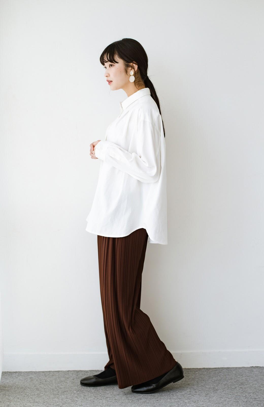 haco! ニットとのこなれた重ね着が簡単にできる!なめらか素材でつくった大人のためのシンプルシャツ <ホワイト>の商品写真15