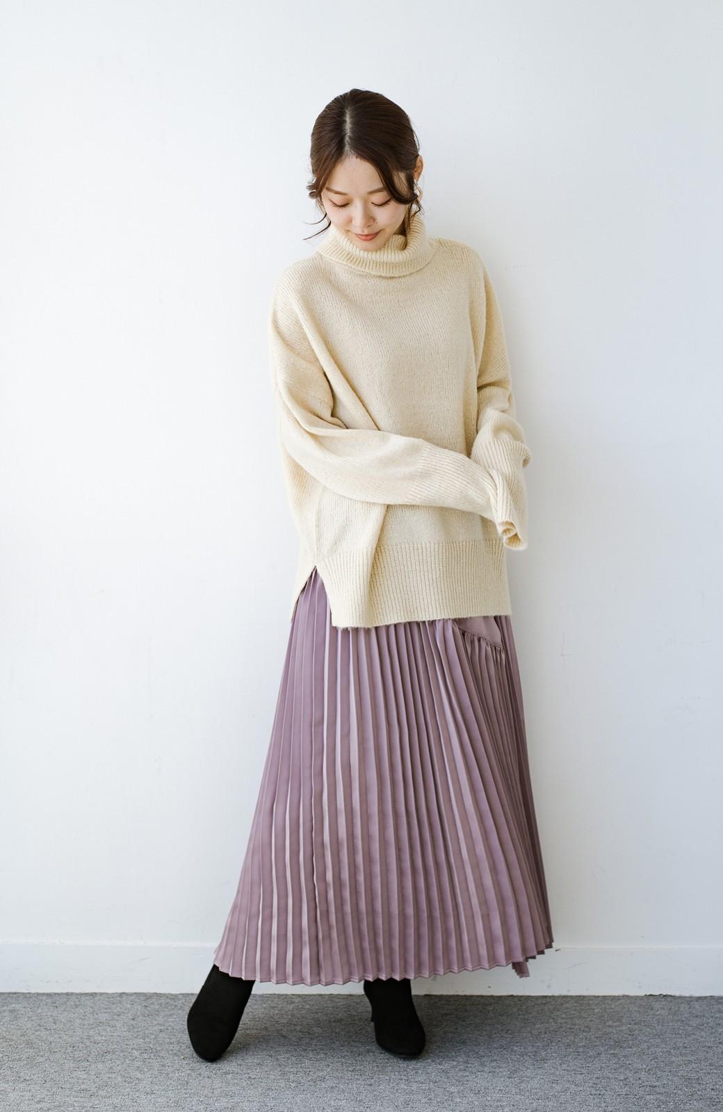 haco! 【スザンヌさんコラボ】スウェットもTシャツも着映えさせる!ラップデザイン風アシンメトリーサテンプリーツスカート by LOVE&PEACE PROJECT <スモークピンク>の商品写真2