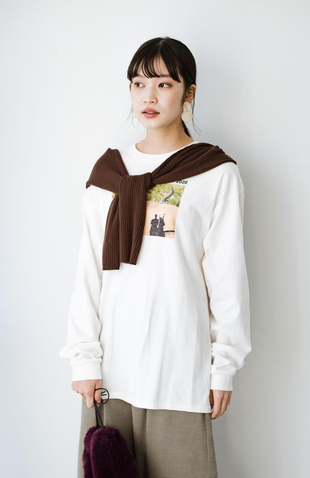 haco! 【高橋愛さんコラボ】フォトプリントのユニセックスロングTシャツ by LOVE&PEACE PROJECT + PBP  <ホワイト>の商品写真3