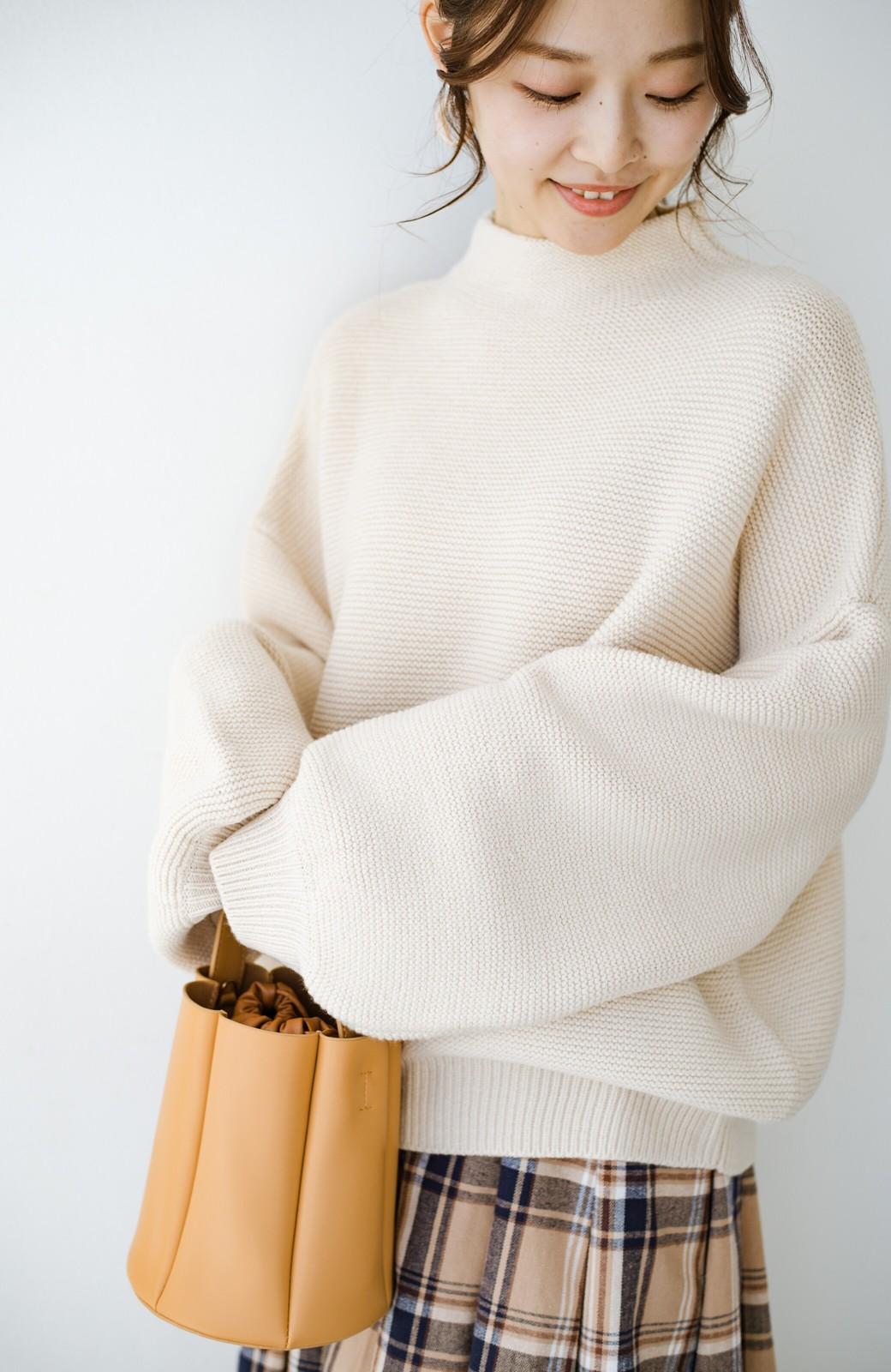 haco! ゆるシルエットも大人っぽい雰囲気にしてくれる 編地がきれいなハイネックニットトップス <オフホワイト>の商品写真5