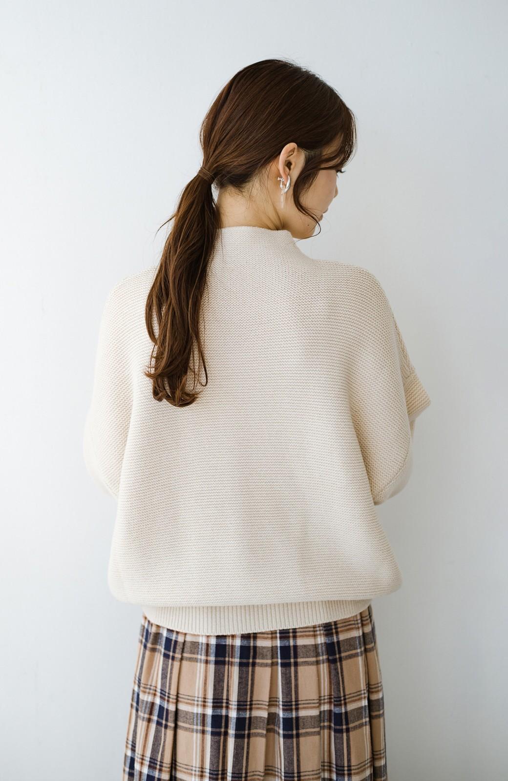 haco! ゆるシルエットも大人っぽい雰囲気にしてくれる 編地がきれいなハイネックニットトップス <オフホワイト>の商品写真15