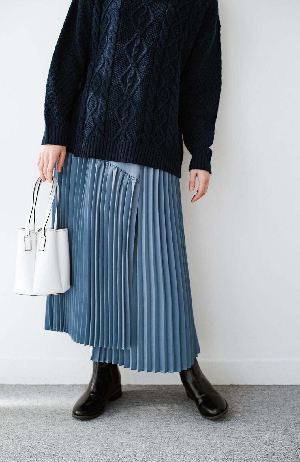 haco! 【スザンヌさんコラボ】スウェットもTシャツも着映えさせる!ラップデザイン風アシンメトリーサテンプリーツスカート by LOVE&PEACE PROJECT <ブルー>の商品写真17