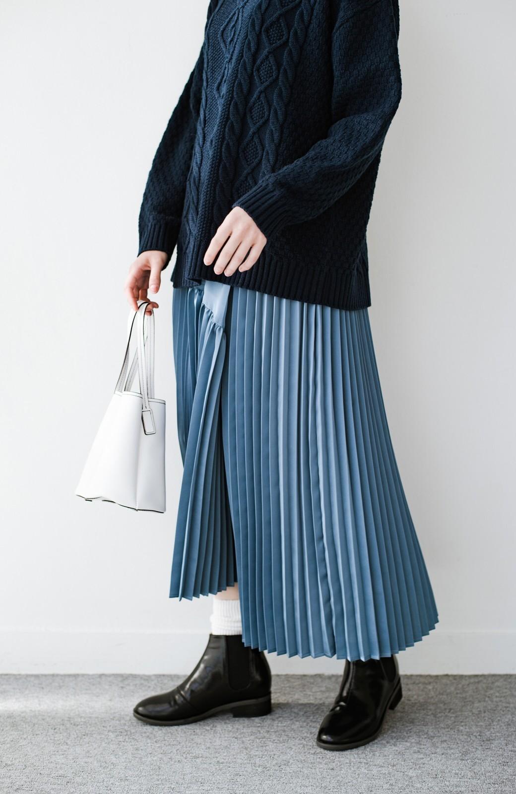 haco! 【スザンヌさんコラボ】スウェットもTシャツも着映えさせる!ラップデザイン風アシンメトリーサテンプリーツスカート by LOVE&PEACE PROJECT <ブルー>の商品写真18
