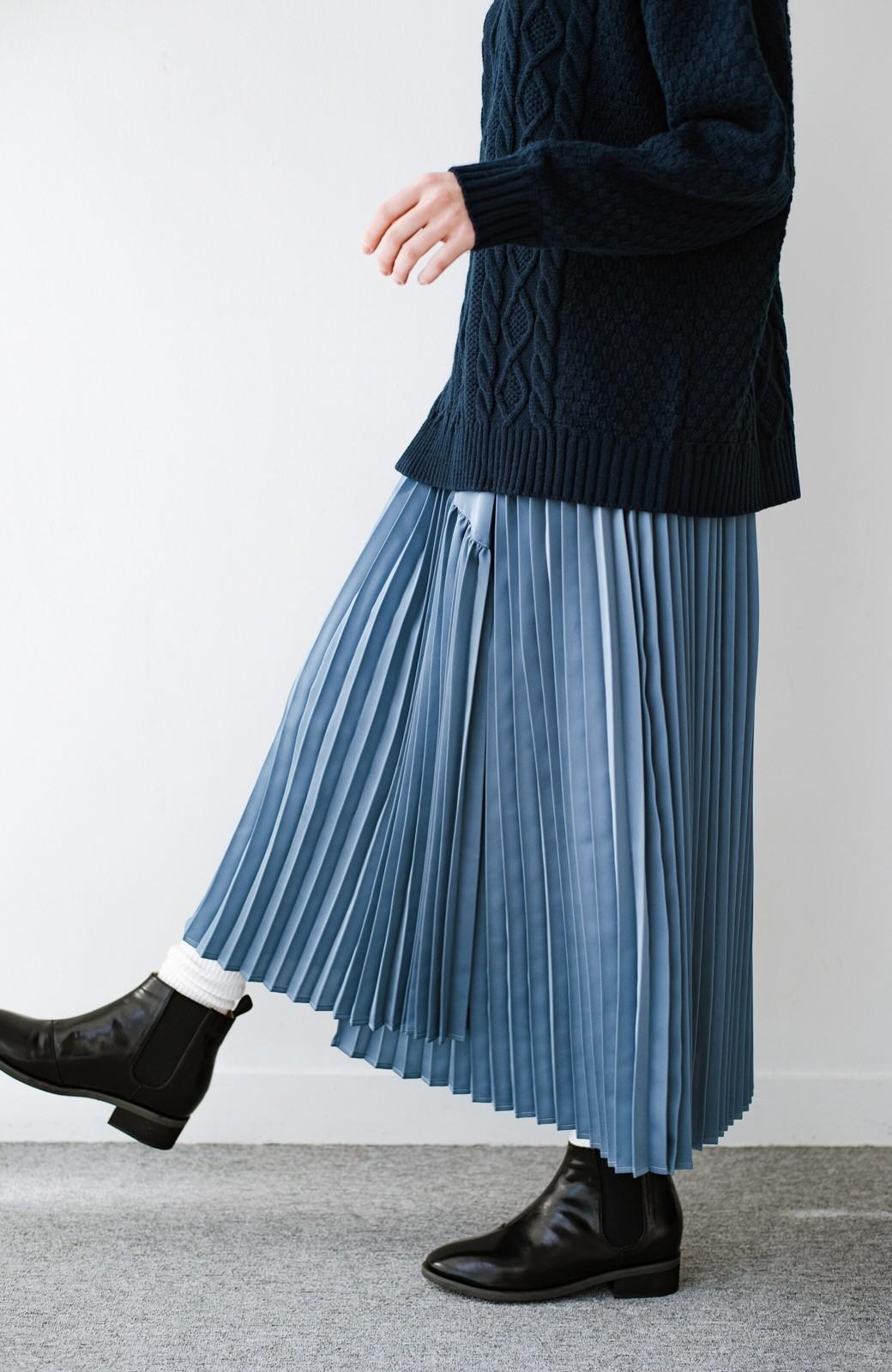 haco! 【スザンヌさんコラボ】スウェットもTシャツも着映えさせる!ラップデザイン風アシンメトリーサテンプリーツスカート by LOVE&PEACE PROJECT <ブルー>の商品写真19