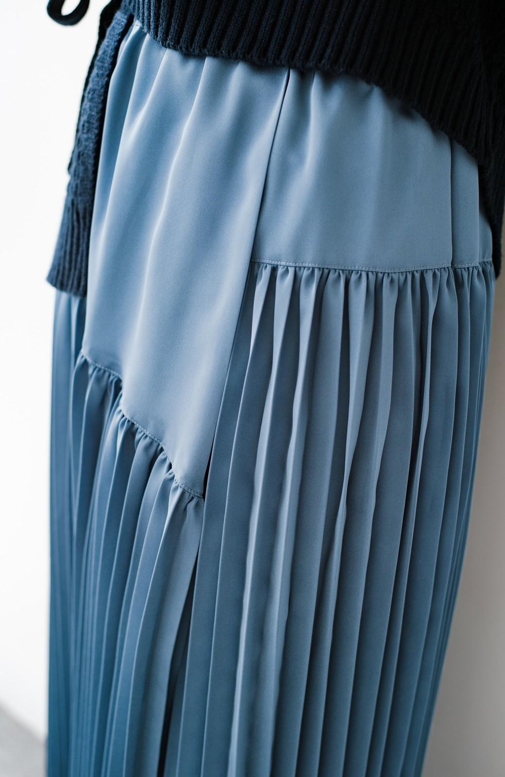 haco! 【スザンヌさんコラボ】スウェットもTシャツも着映えさせる!ラップデザイン風アシンメトリーサテンプリーツスカート by LOVE&PEACE PROJECT <ブルー>の商品写真20