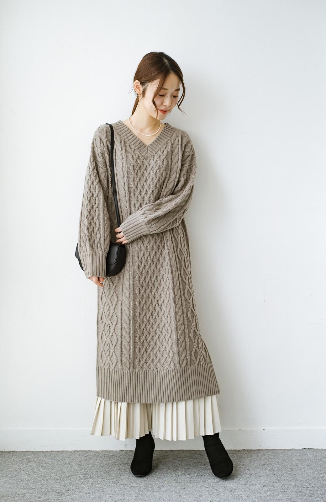 haco! パッと着て絶妙に女っぽい 重ね着にも便利なケーブルニットワンピース <グレイッシュベージュ>の商品写真12