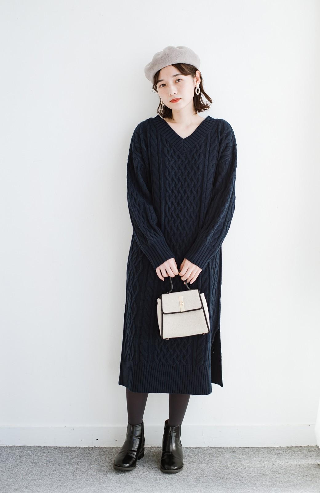 haco! パッと着て絶妙に女っぽい 重ね着にも便利なケーブルニットワンピース <ネイビー>の商品写真12