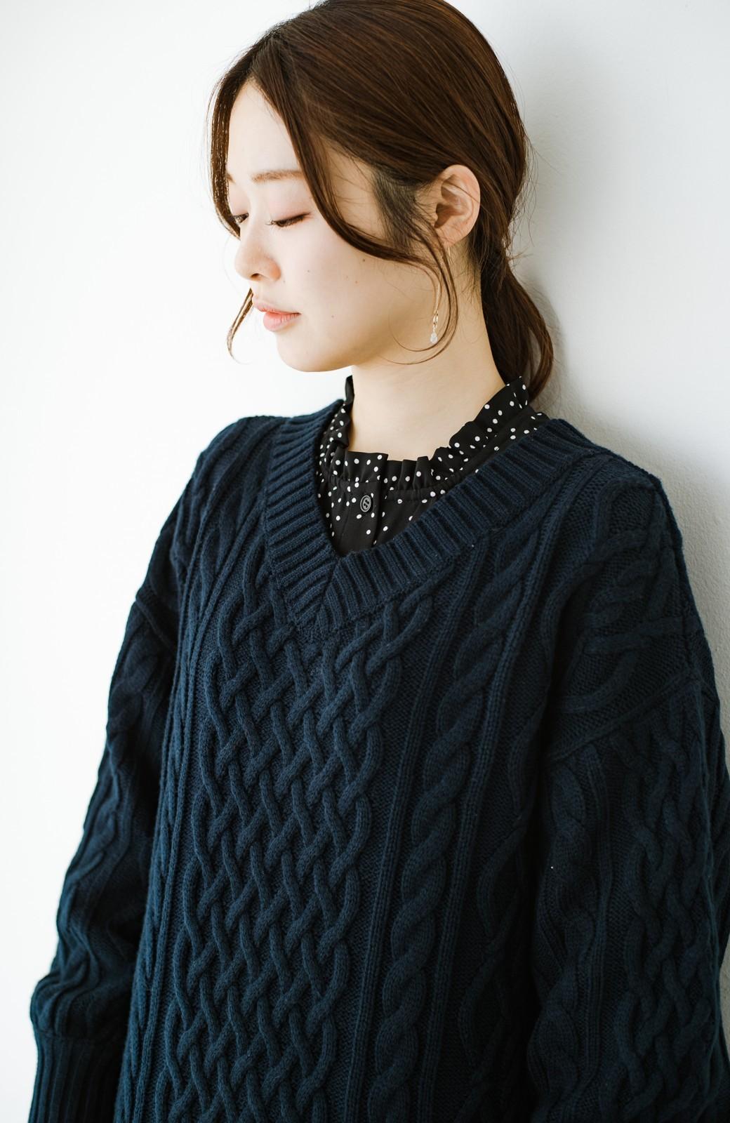 haco! パッと着て絶妙に女っぽい 重ね着にも便利なケーブルニットワンピース <ネイビー>の商品写真4