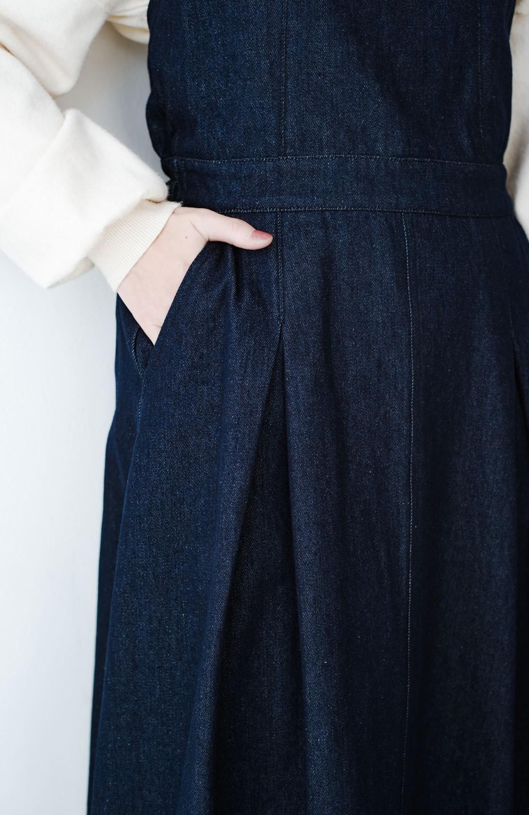 haco! 華奢見せデザインで女っぽ!Tシャツにもニットにも似合ってずっと使えるデニムサロペットスカート <ブルー>の商品写真5