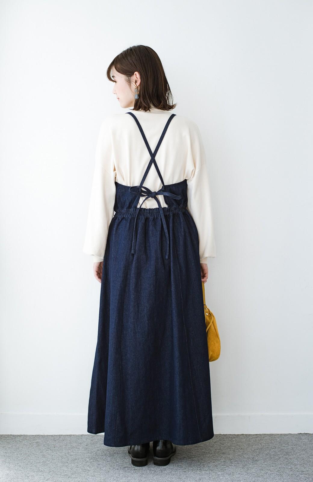 haco! 華奢見せデザインで女っぽ!Tシャツにもニットにも似合ってずっと使えるデニムサロペットスカート <ブルー>の商品写真12