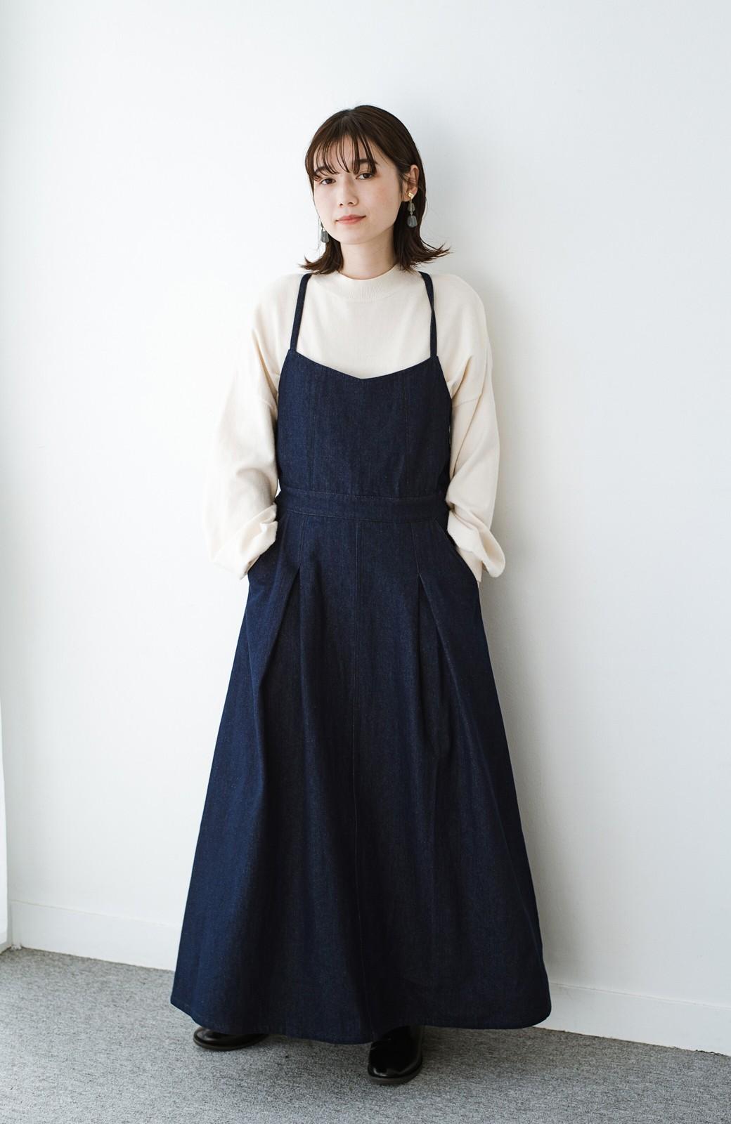 haco! 華奢見せデザインで女っぽ!Tシャツにもニットにも似合ってずっと使えるデニムサロペットスカート <ブルー>の商品写真7