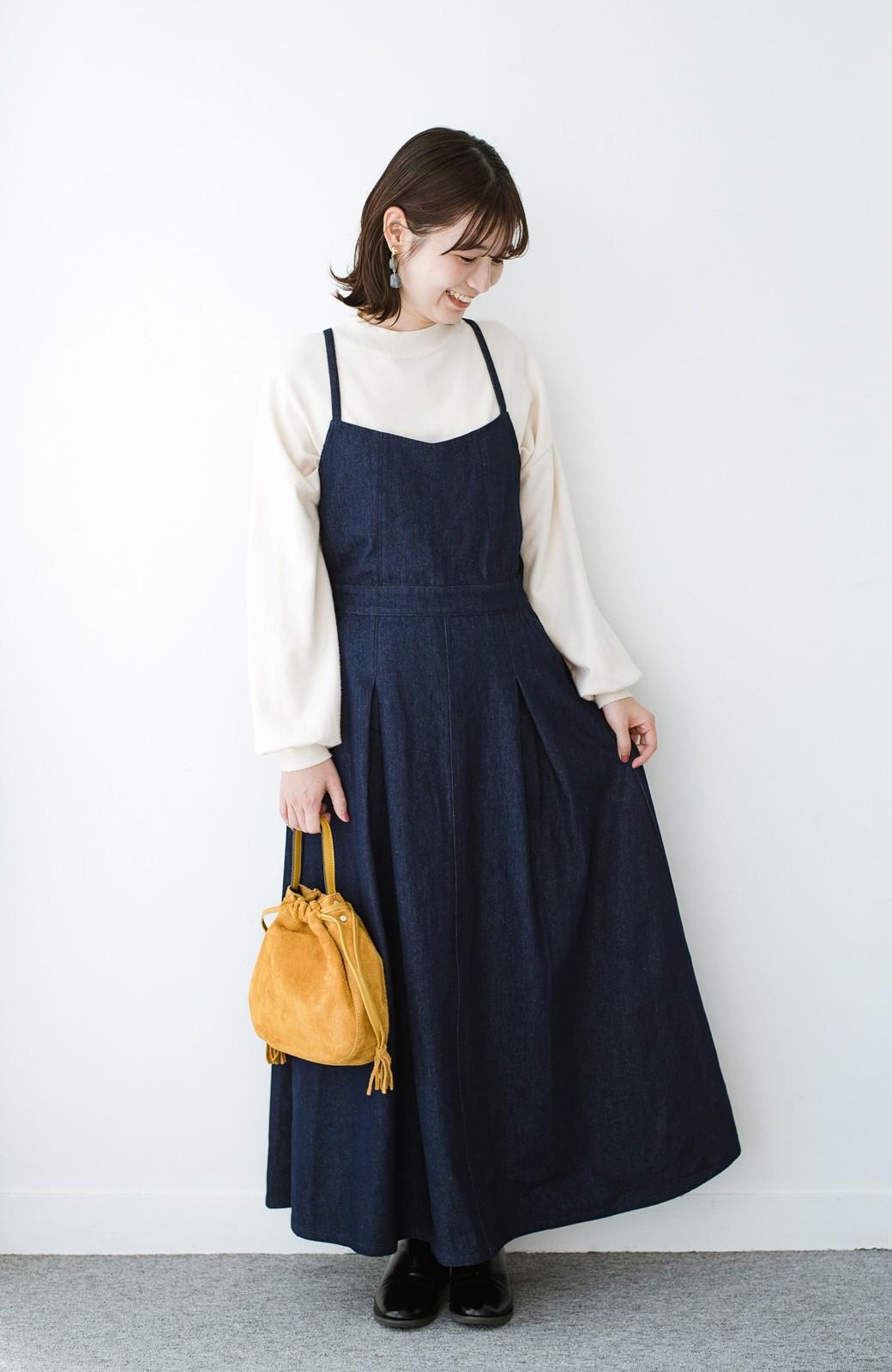 haco! 華奢見せデザインで女っぽ!Tシャツにもニットにも似合ってずっと使えるデニムサロペットスカート <ブルー>の商品写真8