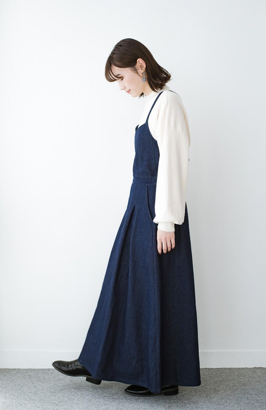 haco! 華奢見せデザインで女っぽ!Tシャツにもニットにも似合ってずっと使えるデニムサロペットスカート <ブルー>の商品写真9