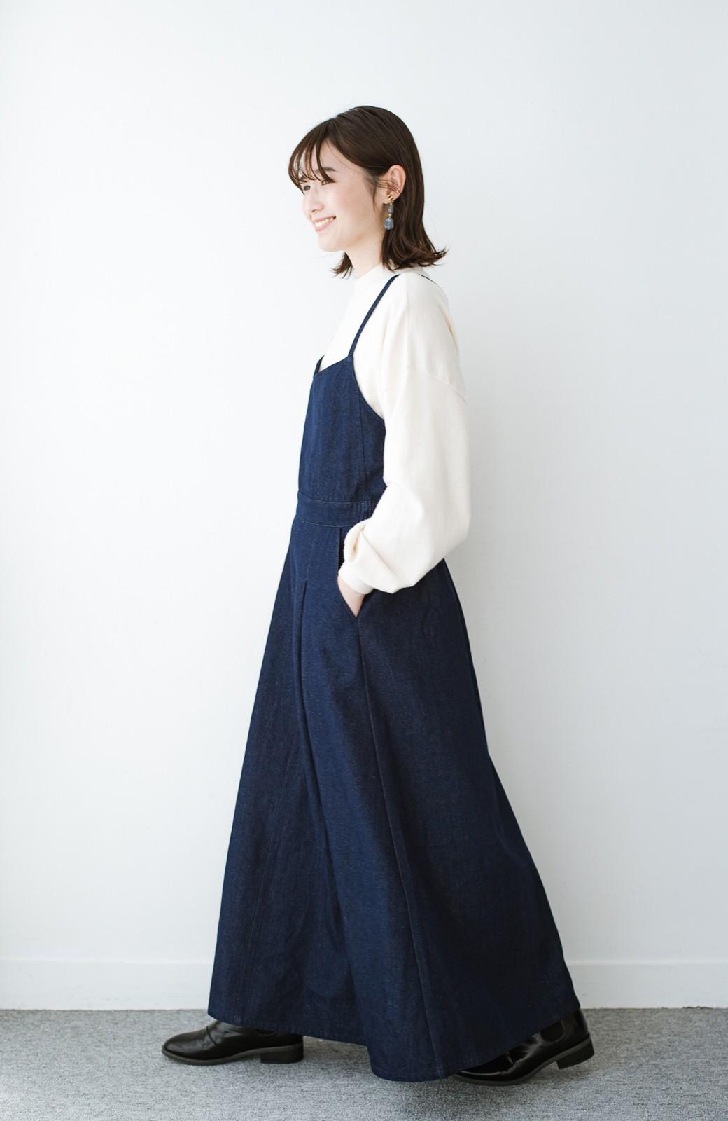 haco! 華奢見せデザインで女っぽ!Tシャツにもニットにも似合ってずっと使えるデニムサロペットスカート <ブルー>の商品写真10