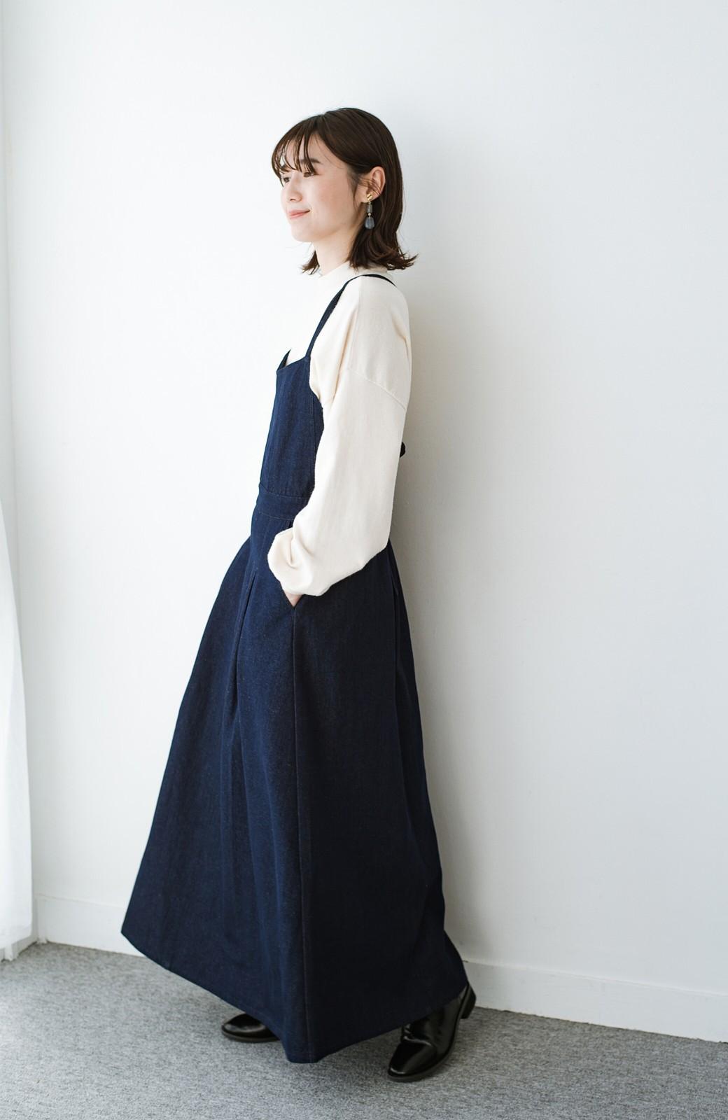 haco! 華奢見せデザインで女っぽ!Tシャツにもニットにも似合ってずっと使えるデニムサロペットスカート <ブルー>の商品写真11