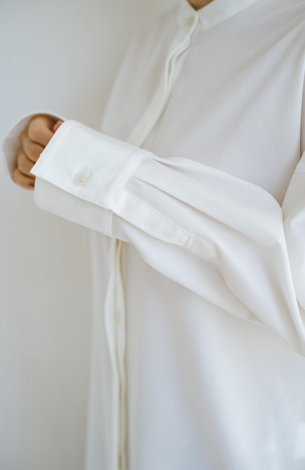 haco! 【肩幅党】肩幅広めがなんのその!華奢見せをとことん追求した重ね着にも便利なスタンドカラーシャツ <ホワイト>の商品写真7