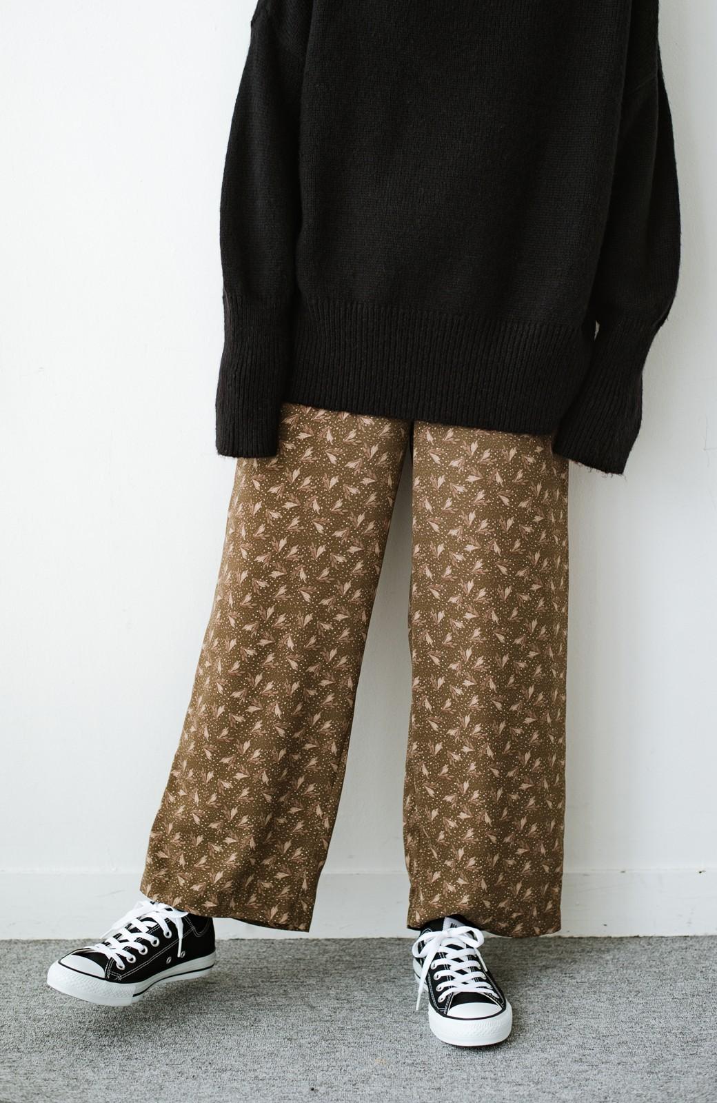 haco! 1枚でも重ね着でもパッと着映えする すっきりシルエットの大人の柄パンツ <ブラウン>の商品写真1