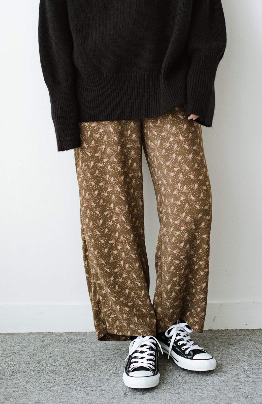 haco! 1枚でも重ね着でもパッと着映えする すっきりシルエットの大人の柄パンツ <ブラウン>の商品写真4