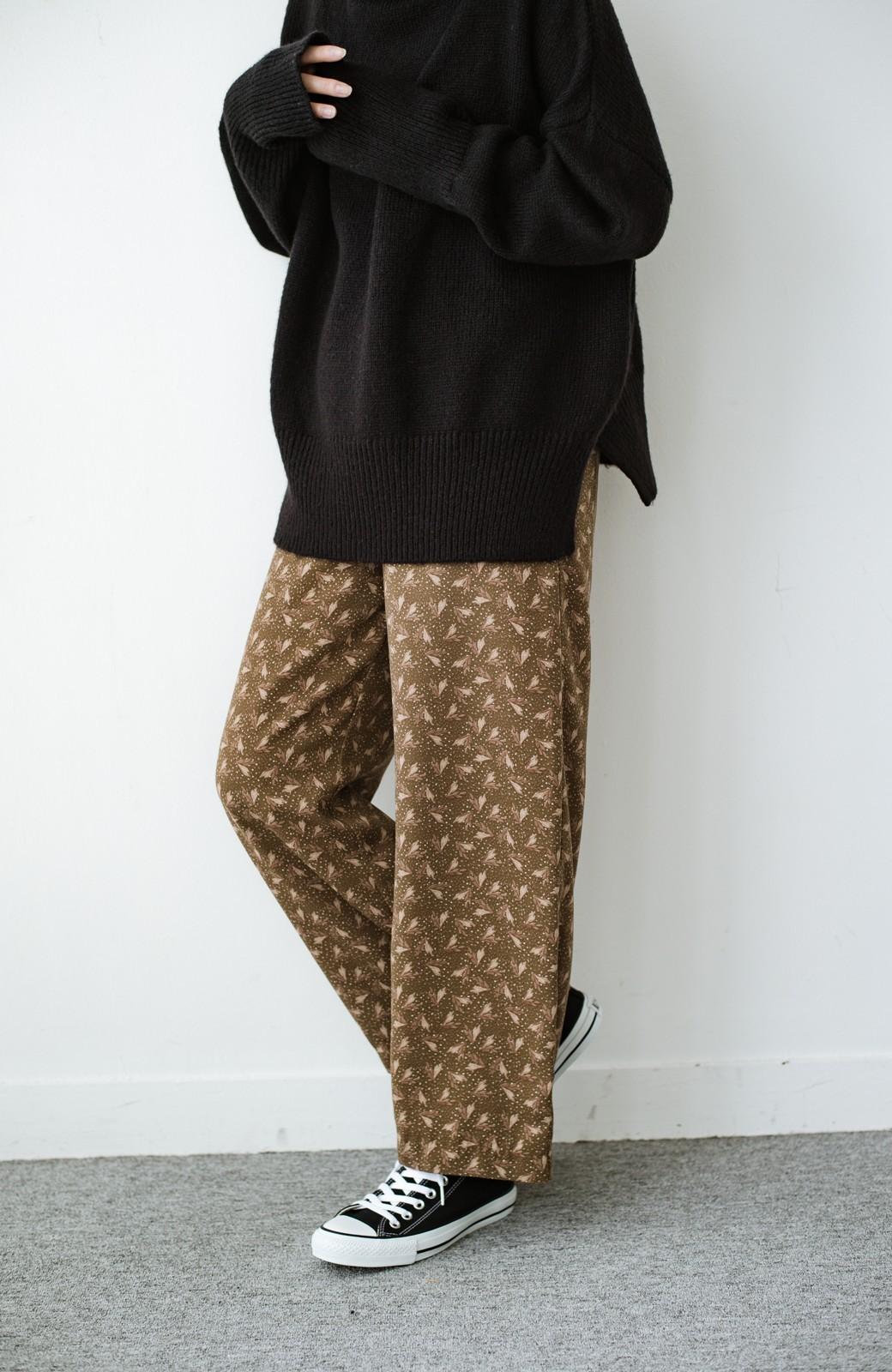 haco! 1枚でも重ね着でもパッと着映えする すっきりシルエットの大人の柄パンツ <ブラウン>の商品写真11