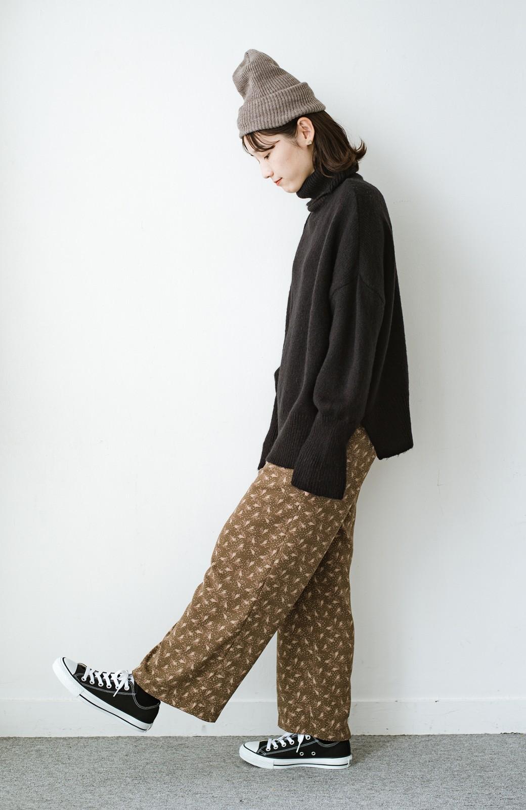haco! 1枚でも重ね着でもパッと着映えする すっきりシルエットの大人の柄パンツ <ブラウン>の商品写真8