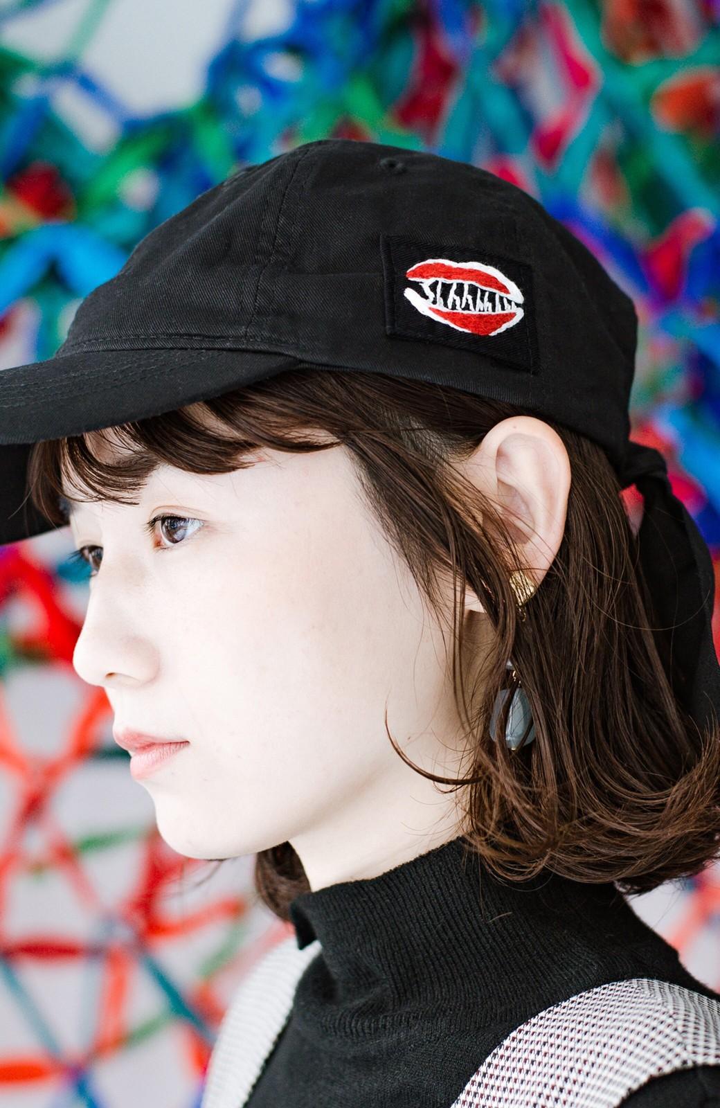 haco! シーッといたずらに笑う唇にきゅんとする刺繍のキャップ from Stitch by Stitch <ブラック>の商品写真7