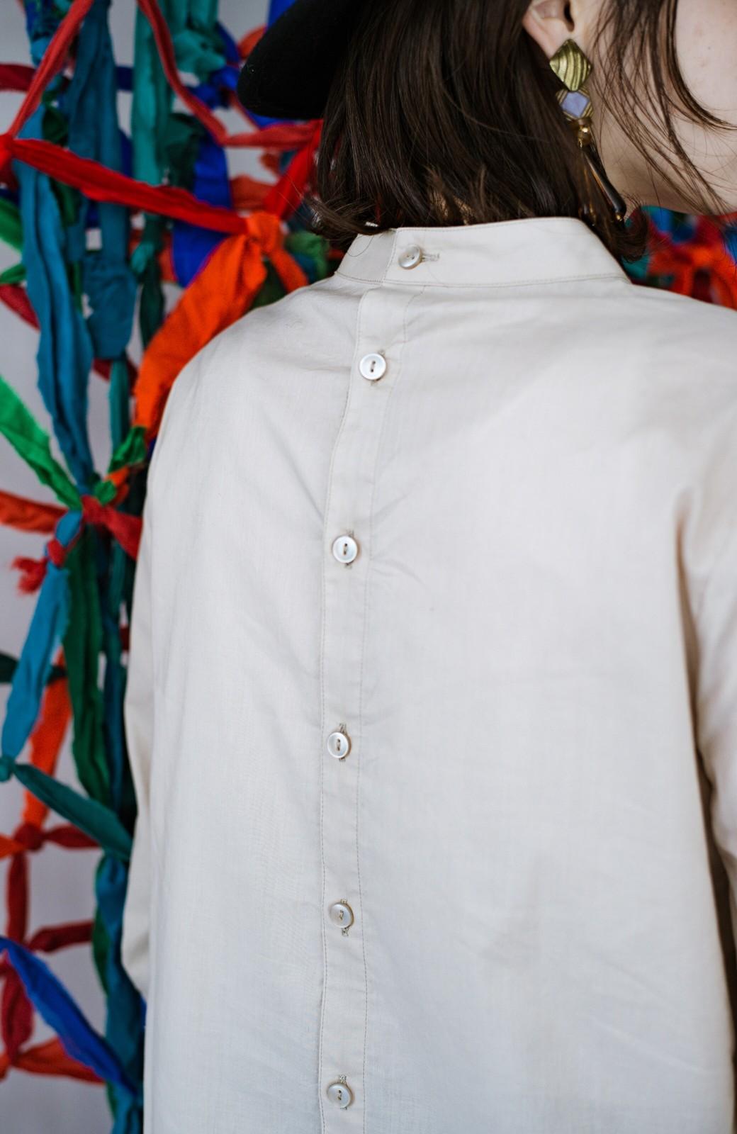 haco! 上品な刺繍がまるでレースのよう オーガニックコットンの袖ぽんわりブラウス from Stitch by Stitch <ライトベージュ>の商品写真11