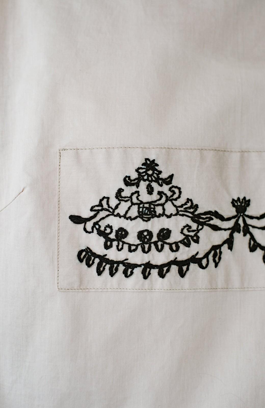 haco! 上品な刺繍がまるでレースのよう オーガニックコットンの袖ぽんわりブラウス from Stitch by Stitch <ライトベージュ>の商品写真8