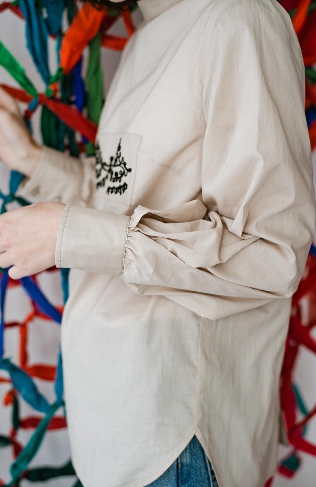 haco! 上品な刺繍がまるでレースのよう オーガニックコットンの袖ぽんわりブラウス from Stitch by Stitch <ライトベージュ>の商品写真9