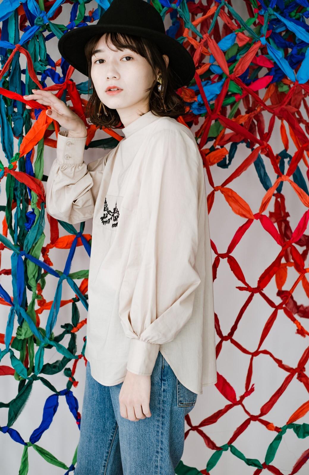haco! 上品な刺繍がまるでレースのよう オーガニックコットンの袖ぽんわりブラウス from Stitch by Stitch <ライトベージュ>の商品写真10