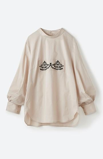 haco! 上品な刺繍がまるでレースのよう オーガニックコットンの袖ぽんわりブラウス from Stitch by Stitch <ライトベージュ>の商品写真