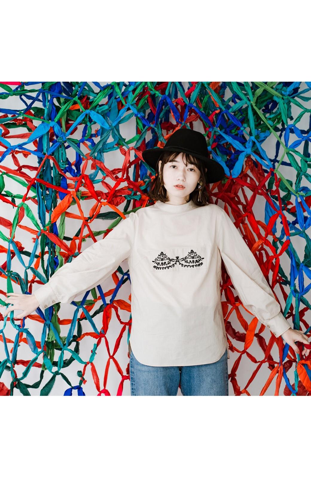 haco! 上品な刺繍がまるでレースのよう オーガニックコットンの袖ぽんわりブラウス from Stitch by Stitch <ライトベージュ>の商品写真18