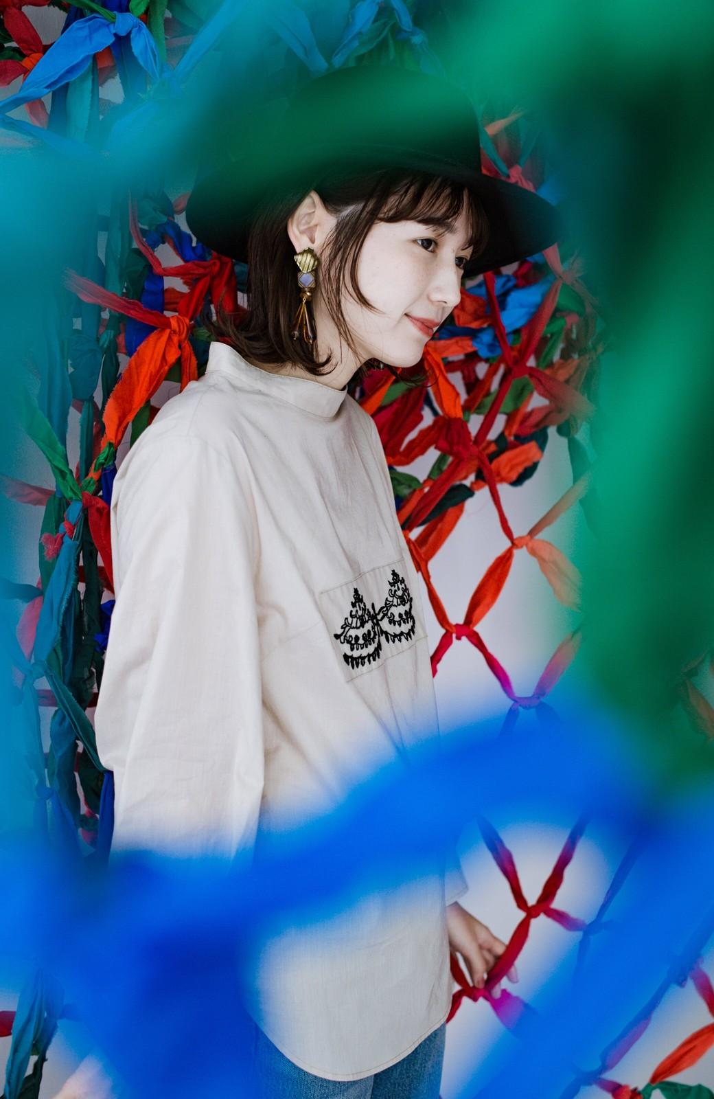 haco! 上品な刺繍がまるでレースのよう オーガニックコットンの袖ぽんわりブラウス from Stitch by Stitch <ライトベージュ>の商品写真17