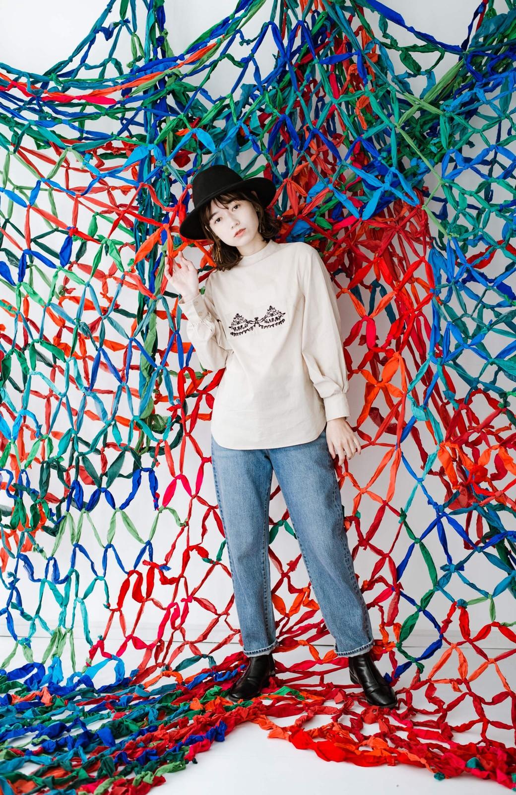 haco! 上品な刺繍がまるでレースのよう オーガニックコットンの袖ぽんわりブラウス from Stitch by Stitch <ライトベージュ>の商品写真14