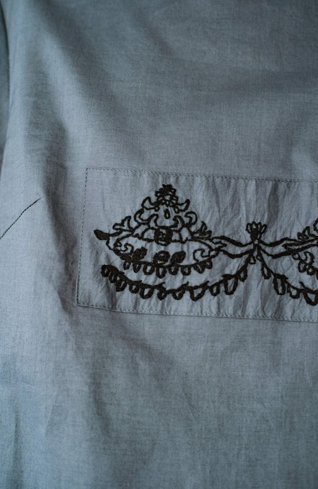haco! 上品な刺繍がまるでレースのよう オーガニックコットンの袖ぽんわりブラウス from Stitch by Stitch <グレイッシュブルー>の商品写真6