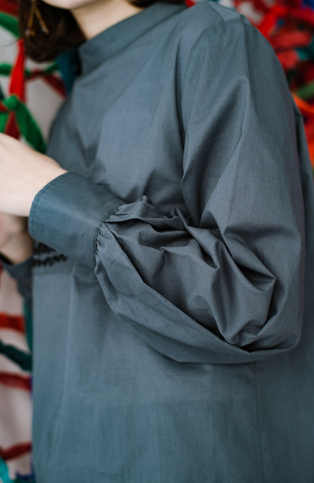 haco! 上品な刺繍がまるでレースのよう オーガニックコットンの袖ぽんわりブラウス from Stitch by Stitch <グレイッシュブルー>の商品写真9
