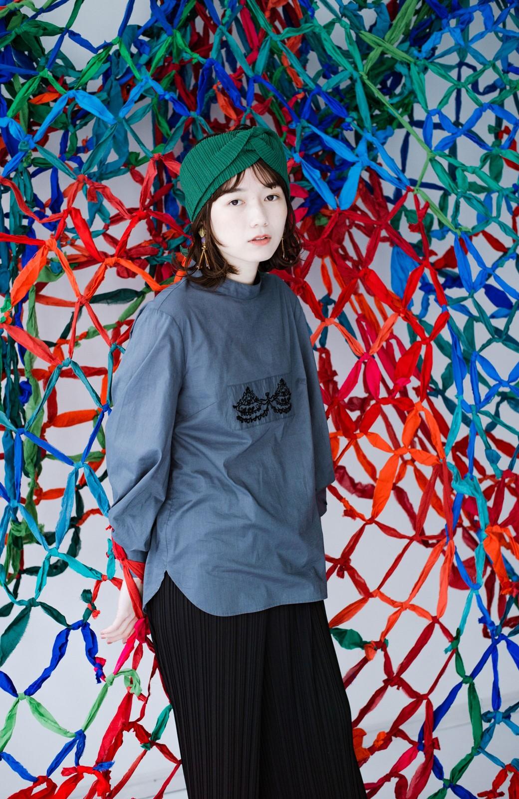 haco! 上品な刺繍がまるでレースのよう オーガニックコットンの袖ぽんわりブラウス from Stitch by Stitch <グレイッシュブルー>の商品写真11