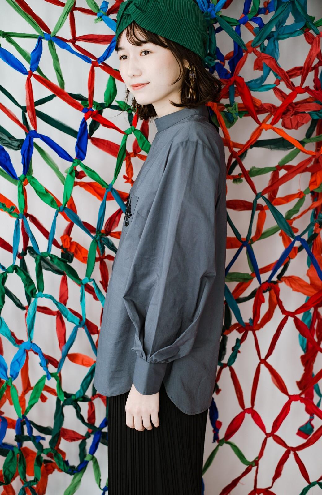 haco! 上品な刺繍がまるでレースのよう オーガニックコットンの袖ぽんわりブラウス from Stitch by Stitch <グレイッシュブルー>の商品写真19